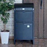 [ブラック]ネビル 宅配BOX付ポスト/組立品。下のスペースが宅配ボックスとして使えるスタンドポスト