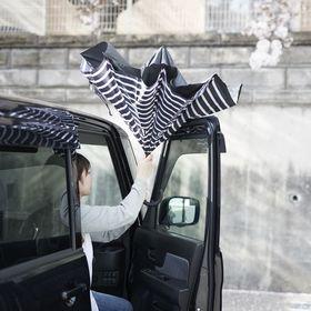 【ストライプ×ブラック】逆さに開く2重傘 | 花のつぼみのように逆さに開くので、車の乗り降りの際に活躍。シートも濡らしません。