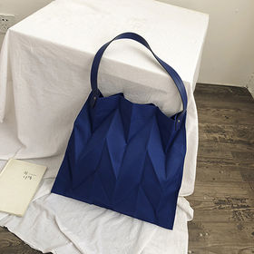 【ネイビー】立体的なシワ加工バッグ