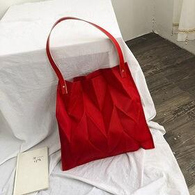 【レッド】立体的なシワ加工バッグ