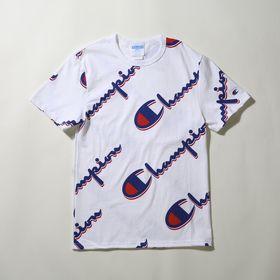 【Mサイズ】[Champion]メンズ HERITAGE S/S TEE-AOP ホワイト | Championのロゴを斜めに並べたデザインがアクセントに◎