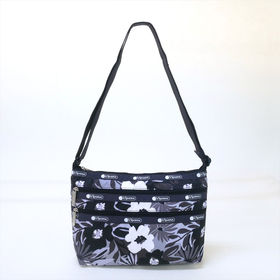 [LeSportsac]ショルダーバッグ QUINN BAG(ブラック系) | 豊富なポケットで小物もすっきり収納!日常使いにオススメ♪