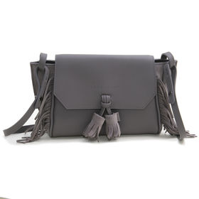 [Longchamp]ショルダーバッグ PENELOPE FOLK XBODY BAG グレージュ | 歩く度に揺れるフリンジとタッセルが魅力です♪