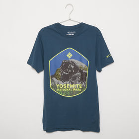 メンズLサイズ【Columbia】Tシャツ PRINT S/S TEE ブルー | 大胆なプリントでこれ一枚でコーディネイトの主役に!