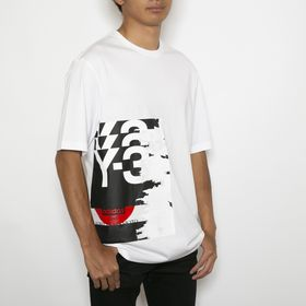 Mサイズ[adidasY-3]Tシャツ M CH1 GFX SS TEE(ホワイト) | 大胆なグラフィックがコーディネイトのアクセントに映える優秀アイテム!