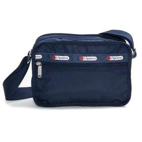 [LeSportsac]ショルダーバッグ CLASSIC CUBE CROSSBODY ネイビー | 女性が使い易いサイズ感で、デイリーから旅行まで幅広く活躍が期待できそう!