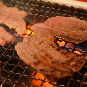 松阪牛焼肉(肩ロース)〔200g〕