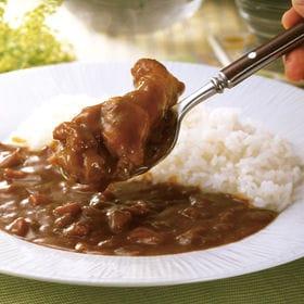 【200g×7食】「博多華味鳥」手羽元カレー(レトルトパウチ)   水たき料亭「博多華味鳥」総料理長が監修した九州産銘柄鶏「華味鳥」のチキンカレーです。