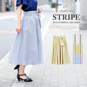爽やかな季節がよく似合う。マルチストライプ ベルト付スカート