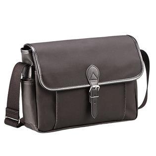 【ブラック】<日本製>豊岡製耐水帆布の横型フラップショルダーバッグ