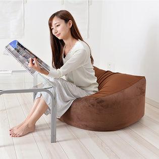 [ブラウン/Lサイズ] 体に合わせてフォルムが変わる「座って眠れるソファクッション」